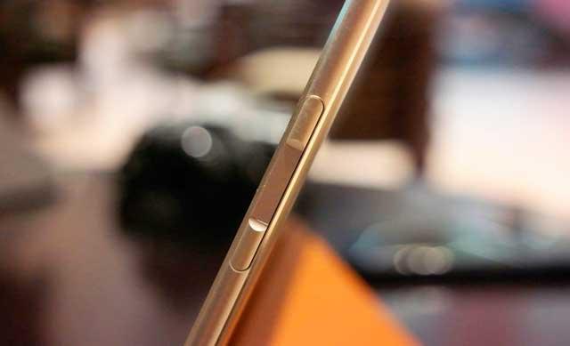 MateBook-—-первый-гибридный-планшет-Huawei-fingerprint
