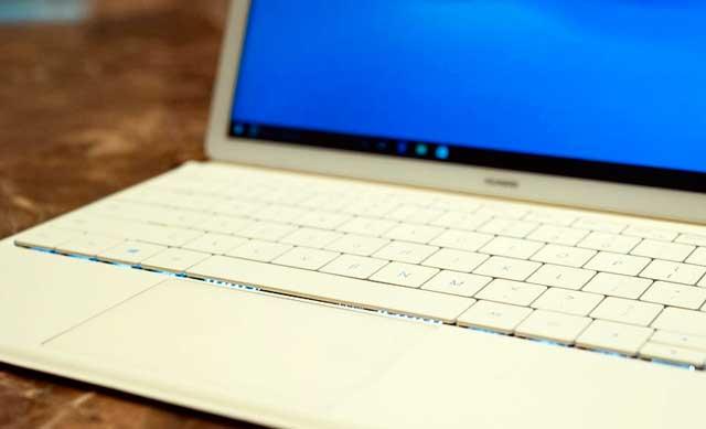 MateBook-—-первый-гибридный-планшет-Huawei-keyboard